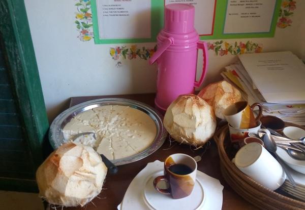 Pausensnacks: Reis(!!) Kuchen, Kokosnussmilch und Kaffee